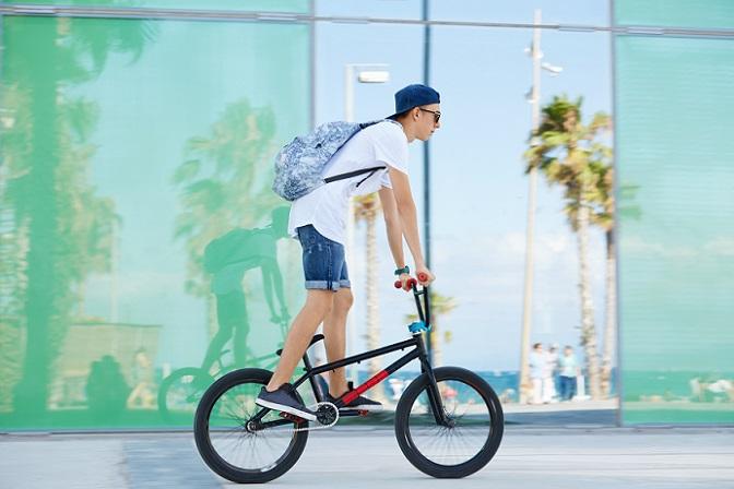Die Besonderheit beim BMX Rad liegt darin, dass nicht alle Bikes eine Bremse haben. (#01)