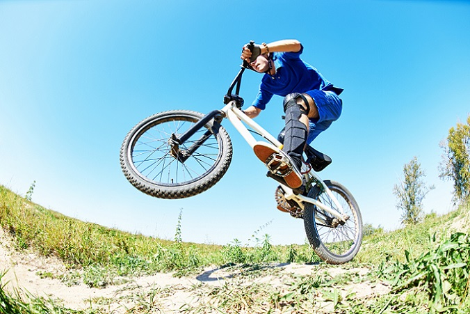 Wer mit dem BMX Fahren beginnen möchte, der sollte sich vorab nicht nur überlegen, wie viel Budget zur Verfügung steht, um Rad und Ausrüstung anzuschaffen, sondern auch welche Disziplin erlernt werden soll. (#01)