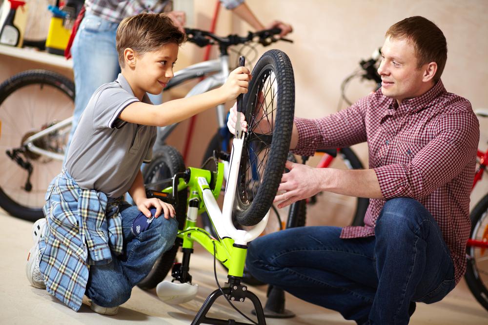 Wer einen platten Reifen hat, steht oftmals ratlos davor. (#01)