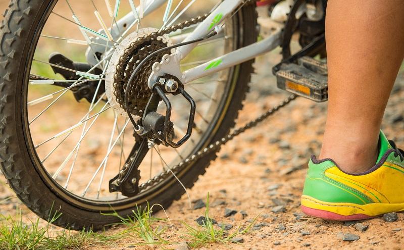 Wer oft durchs Gelände fährt, der braucht entsprechend robuste Reifen, während auf einem glatten Untergrund ein besonderer Grip nötig ist. (#02)