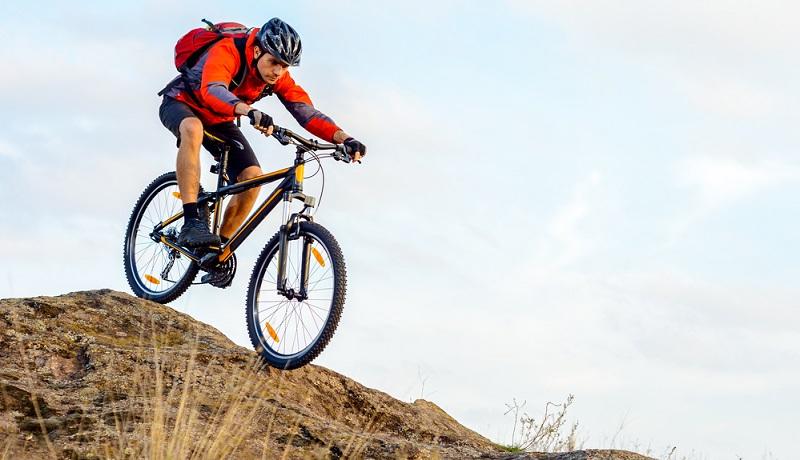 Mountainbikes sind vorrangig fürs Gelände gemacht, doch sie werden gerade von jungen Leuten auch gern auf der Straße gefahren.