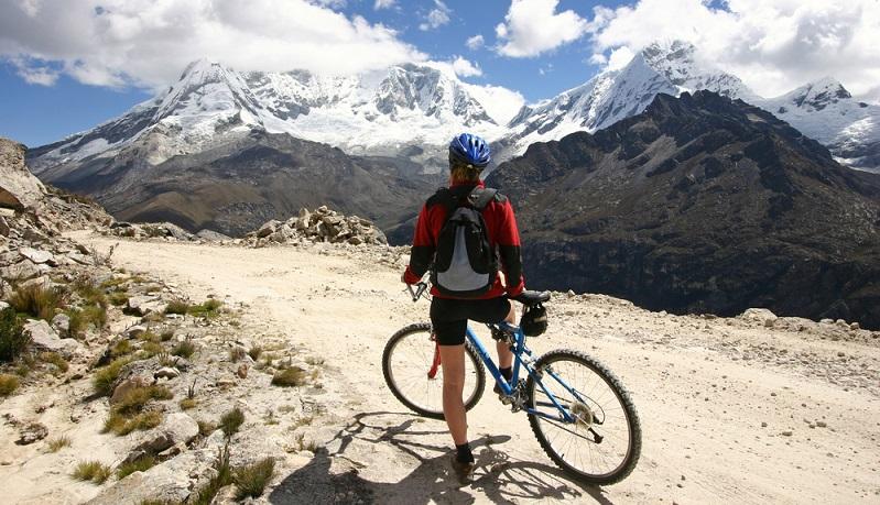 Wer Radfahren liebt, sollte ein Trekkingrad besitzen! Der Renner im deutschen Fahrradkauf beeindruckt in unebenem Gelände ebenso wie auf glatter Straße.