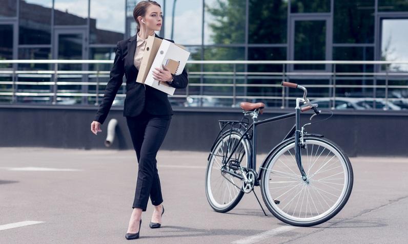 Fahrradfahren, um zur Arbeit zu kommen, wird immer beliebter. Gleichzeitig ist es im Sinne von Gesundheit und Umweltschutz, auch die Mobilität am Firmenstandort nicht mit motorisierten Fahrzeugen zu gewährleisten, sondern den Mitarbeitern ein Firmenfahrrad zur Verfügung zu stellen.