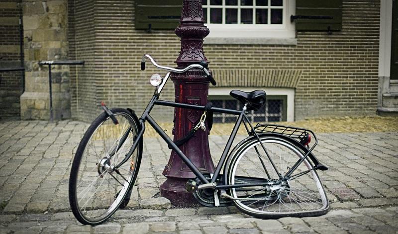 Es gibt verschiedene Möglichkeiten, das alte Fahrrad loszuwerden, so aber bitte nicht.