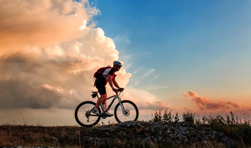 Das Fahren mit dem Fahrrad gehört hierbei zu den beliebtesten Ausdauersportarten, durch die sich der eigene Kreislauf zunehmend entlasten lässt.