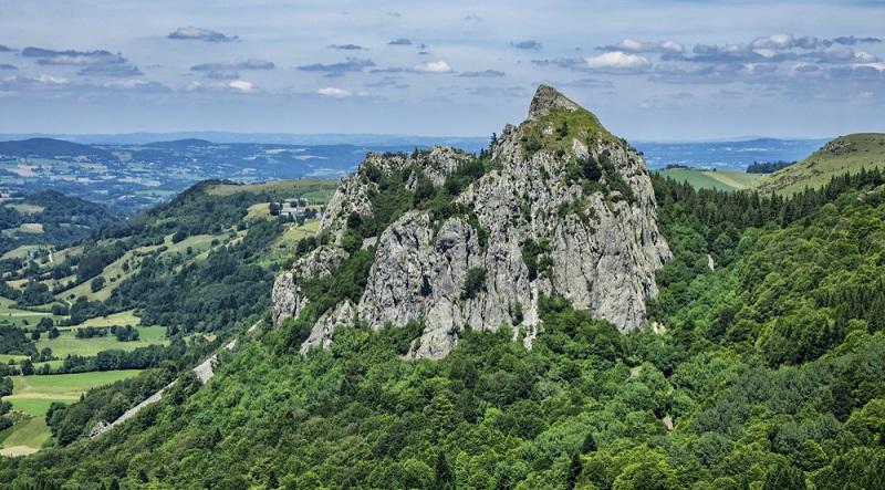 Das Amt für Tourismus der Auvergne hat tolle Ideen, wie sich die wunderschöne Landschaft hier am besten per Rad erkunden lässt.
